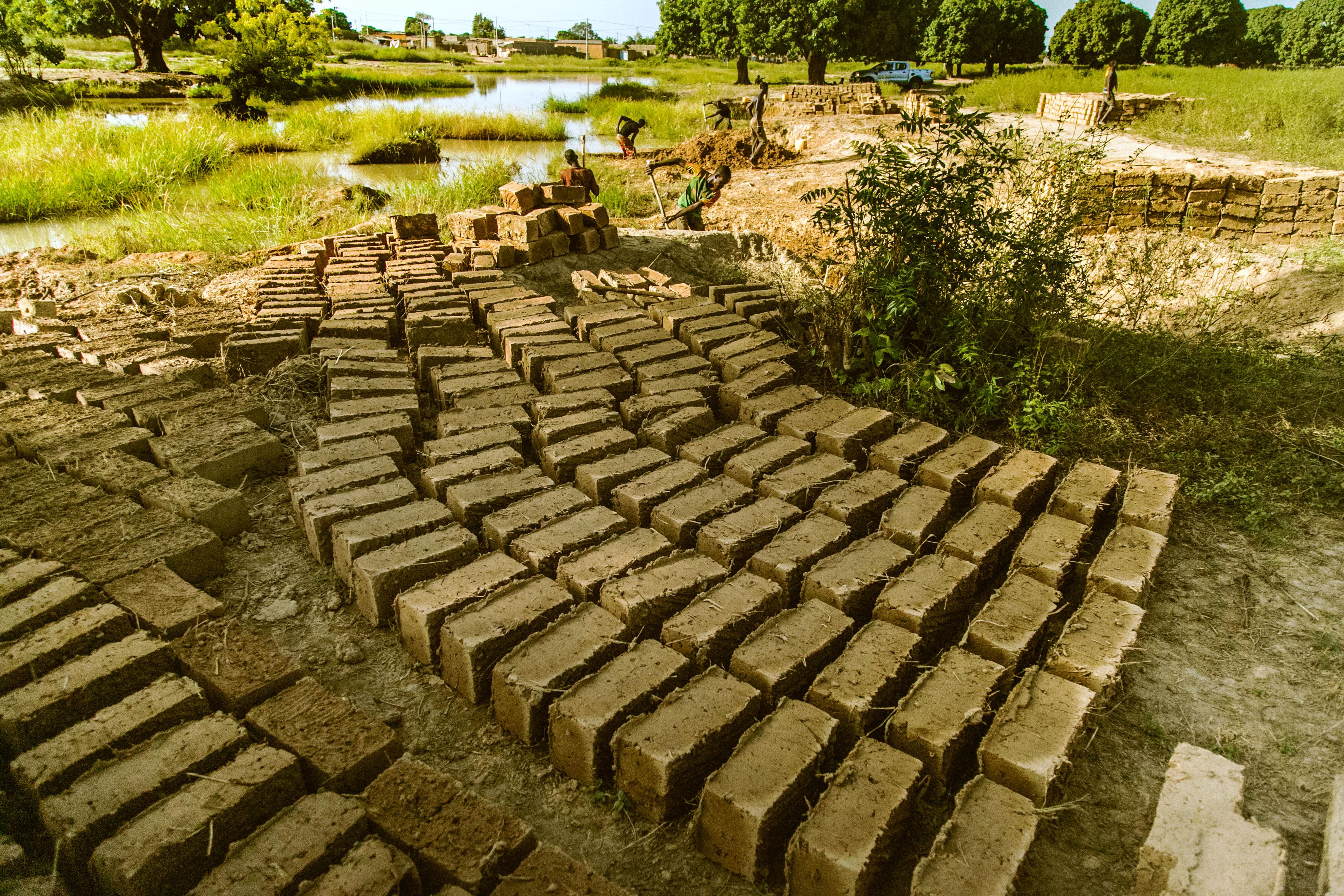 Bricks_Earth_Roofs_in_the_Sahel_Program.jpg