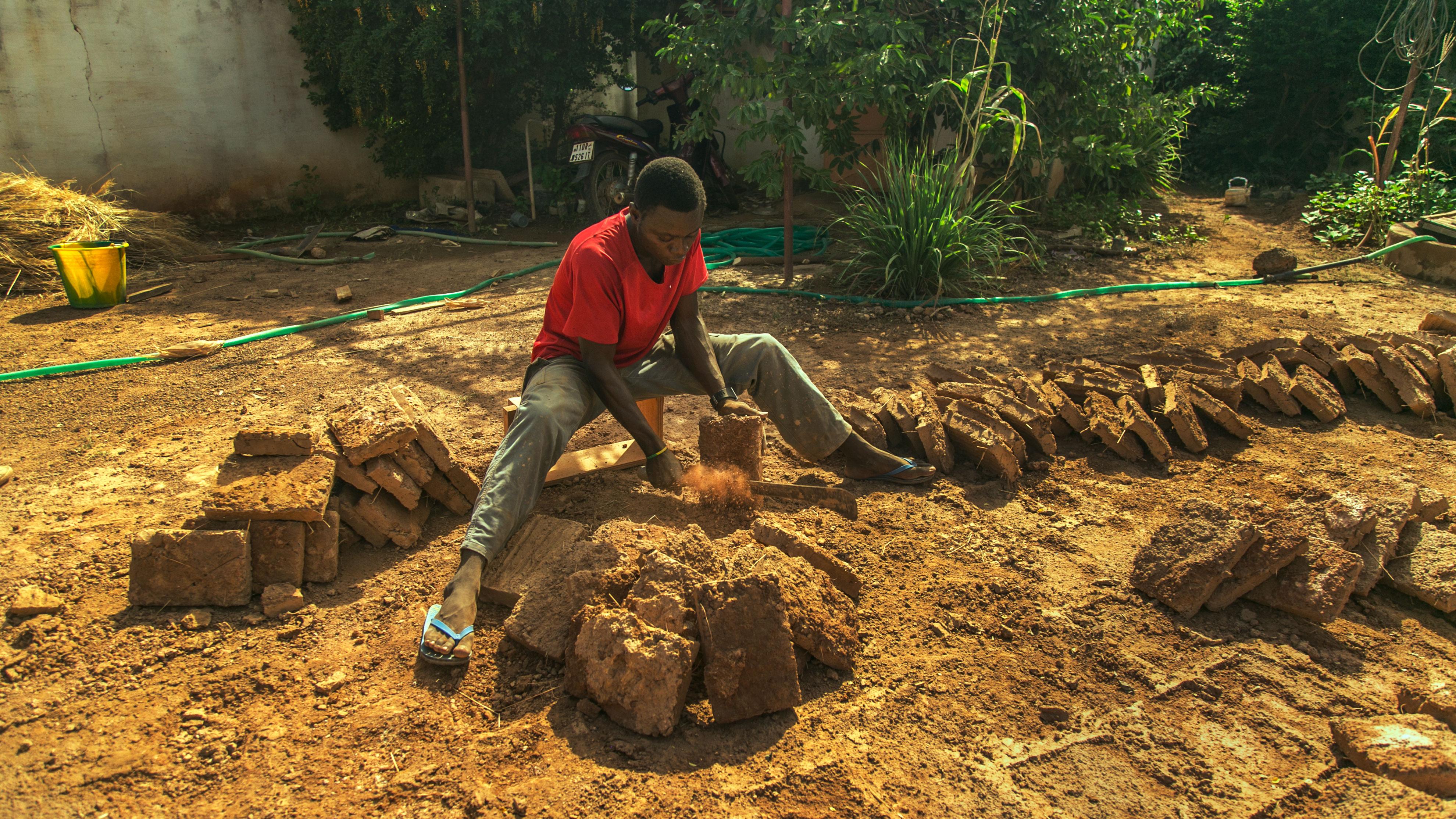 Making_bricks_-_Earth_Roofs_in_the_Sahel_Program.jpg